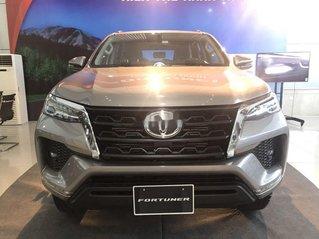 Bán xe Toyota Fortuner năm 2020, màu bạc, mới 100%