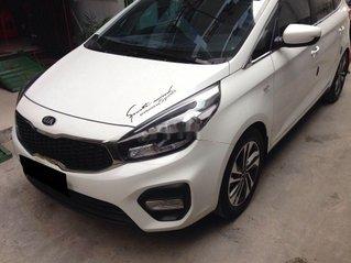 Cần bán Kia Rondo số sàn màu trắng tinh năm sản xuất 2018, xe còn mới, giá ưu đãi