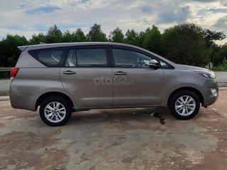 Cần bán Toyota Innova 2016, màu xám