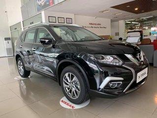 Cần bán nhanh với giá thấp chiếc xe Nissan X-Trail 2.0 màu đen, sản xuất năm 2020, giao nhanh