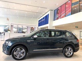 Ưu đãi xe VW Tiguan Luxury màu xanh rêu mới về lạ mắt, hiếm có khó tìm. Hỗ trợ ngân hàng tối đa, giao xe và lái thử tận nhà