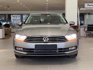 Ưu đãi 12% VW Passat cao cấp, màu bạc mới về. Tặng kèm gói phụ kiện đặc biệt, giao xe ngay, tận nhà. LH 0903.310.412