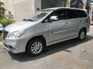 Cần bán xe Toyota Innova sản xuất 2014, màu bạc số sàn