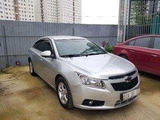Cần bán gấp Chevrolet Cruze 2013, màu bạc số sàn