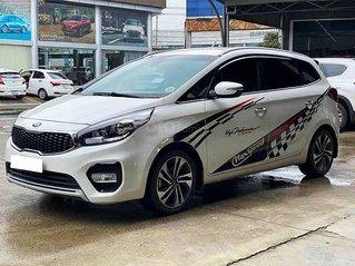 Cần bán Kia Rondo năm sản xuất 2017, màu trắng còn mới