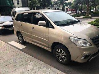 Cần bán xe Toyota Innova sản xuất 2015, màu vàng còn mới