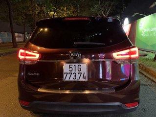 Cần bán xe Kia Rondo năm sản xuất 2016, màu đỏ, xe gia đình