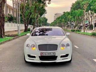 Bán Bentley GT 2008 màu trắng nội thất đỏ.