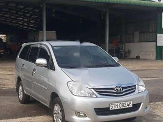 Cần bán lại xe Toyota Innova năm sản xuất 2010, màu bạc