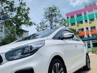 Bán gấp với giá thấp chiếc Kia Rondo 2.0GAT đời 2018 màu trắng, chính chủ sử dụng
