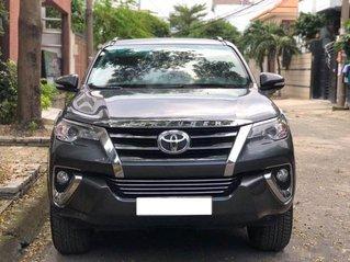 Bán Toyota Fortuner năm sản xuất 2018, màu xám