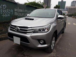 Bán xe Toyota Hilux năm 2016, màu bạc
