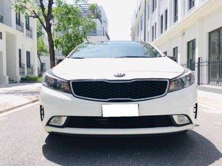 Cần bán xe Kia Cerato năm 2018, màu trắng còn mới