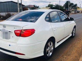 Cần bán Hyundai Avante đời 2013, màu trắng số tự động