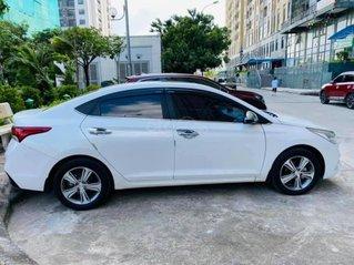 Bán gấp Hyundai Accent đời 2019, màu trắng