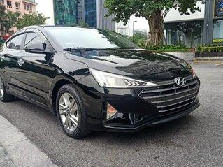 Bán gấp Hyundai Elantra năm sản xuất 2019, màu đen