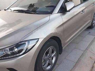 Cần bán xe Hyundai Elantra sản xuất 2019 xe gia đình