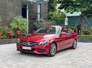 Cần bán xe Mercedes C200 sản xuất 2016, màu đỏ