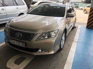 Cần bán lại xe Toyota Camry sản xuất năm 2013 còn mới, 740tr