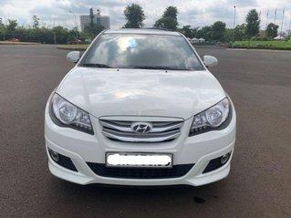 Cần bán gấp Hyundai Avante sản xuất 2013, xe chính chủ giá mềm