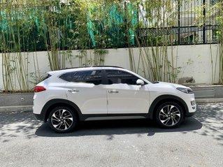 Cần bán xe Hyundai Tucson đời 2019, màu trắng như mới