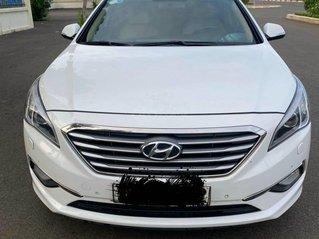 Cần bán lại xe Hyundai Sonata đăng ký 2016, màu trắng, còn mới, giá chỉ 686 triệu đồng