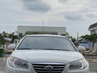 Cần bán xe Hyundai Elantra sản xuất 2011, màu trắng, nhập Hàn