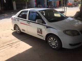 Bán Toyota Vios sản xuất năm 2005, màu trắng số sàn, giá chỉ 110 triệu