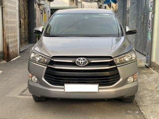 Cần bán lại xe Toyota Innova 2.0E đời 2020, màu xám số sàn, giá 637tr