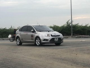Chính chủ bán ô tô Ford Focus 2011, màu bạc