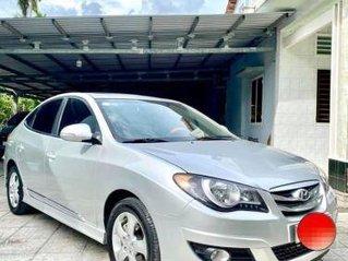 Gia đình bán ô tô Hyundai Avante 1.6AT đời 2014, màu bạc