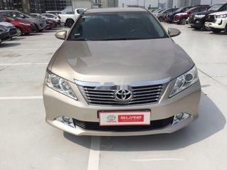 Cần bán Toyota Camry sản xuất năm 2013 còn mới giá cạnh tranh