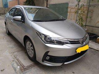 Cần bán Toyota Corolla Altis 1.8 sản xuất 2018, màu bạc số tự động