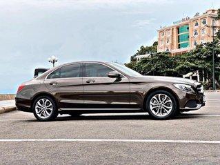 Hỗ trợ mua xe trả góp lãi suất thấp với chiếc Mercedes Benz C200 đời 2018, xe giá thấp, còn mới