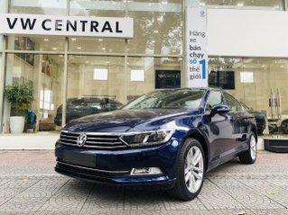 Volkswagen Passat Bluemotion xanh atlantic nội thất kem sang trọng - giảm ngay 180 triệu tiền mặt + giao ngay