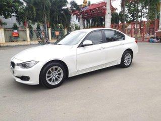 BMW 320i model 2014, một đời chủ. Cực mới, xe nhà trùm mền không chạy bởi vậy còn mới lắm, toàn bộ còn zin theo xe
