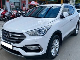 Bán gấp chiếc Hyundai Santa Fe năm sản xuất 2019, xe còn mới, giá ưu đãi