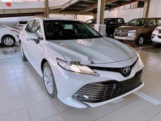 Cần bán xe Toyota Camry năm sản xuất 2020, màu trắng, nhập khẩu nguyên chiếc