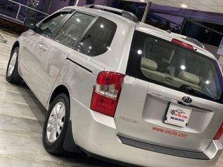 Bán xe Kia Carnival năm sản xuất 2010, màu bạc số sàn