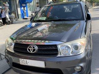 Gia đình cần bán xe Fortuner 2.7V 2010 máy xăng, tự động, mầu ghi xám, xe chính chủ nguyên bản, bảo dưỡng định kỳ tại hãng