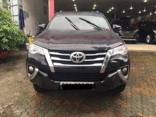 Cần bán xe Toyota Fortuner đời 2019, màu đen, số tự động