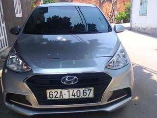 Gia đình bán xe Hyundai Grand i10 năm 2019, màu bạc