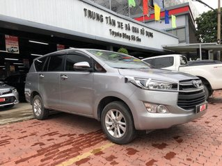 Bán xe Toyota Innova đời 2019, màu bạc số sàn, biển SG