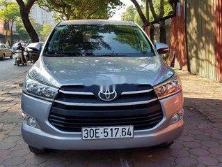 Cần bán Toyota Innova sản xuất năm 2017, màu bạc số sàn