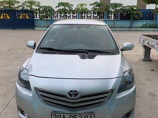 Bán Toyota Vios sản xuất năm 2013, màu bạc số sàn, giá tốt