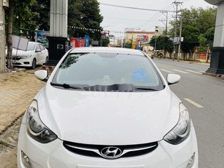 Cần bán gấp Hyundai Avante sản xuất 2011, màu trắng, xe nhập