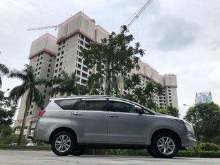Bán Toyota Innova đời 2017, màu bạc số sàn