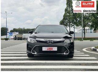 Bán gấp Toyota Camry 2.0E 2017 màu đen xe đẹp long lanh, nguyên bản