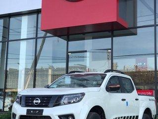 Xả lỗ 1 xe bán tải 2 cầu bản full Navara Black Edition màu trắng giá cực sốc tại Quảng Bình