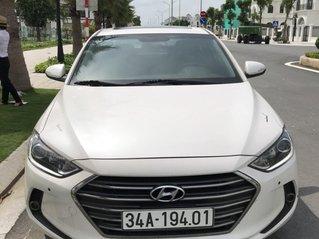 Cần bán lại chiếc Hyundai Elantra đời 2017 màu trắng, giá thấp